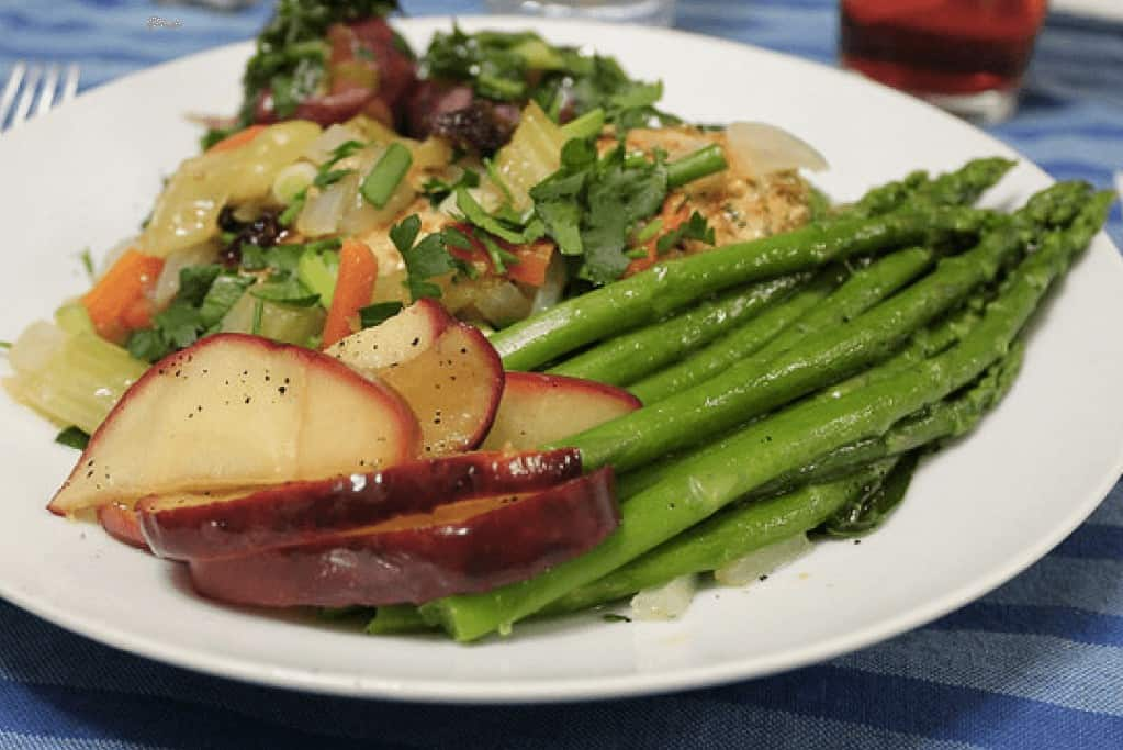 HCG diet recipe for apple and asparagus salad